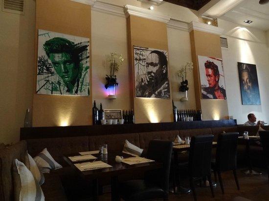 Hotel de France: dining room