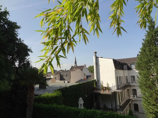 Hotel de France: top of garden
