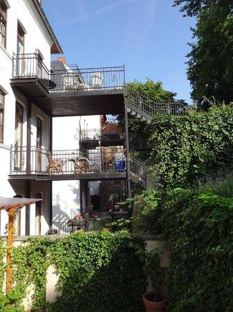 Hotel de France: garden