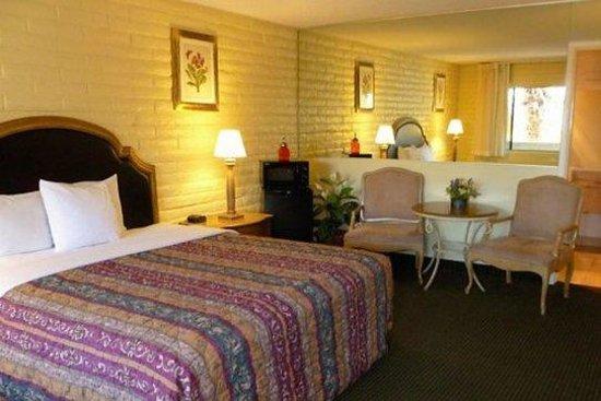 Heritage Inn Express Roseville: Guest Room