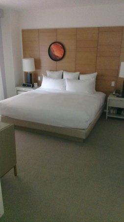 21c Museum Hotel Cincinnati: bedroom