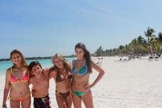 Hotel Barcelo Maya Beach : Playa zona Maya Caribe y Beach