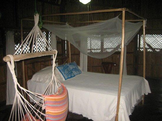 Yandup Island Lodge: interior de la cabaña