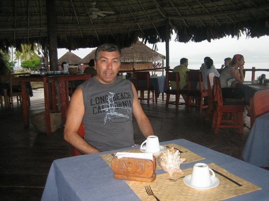 Yandup Island Lodge: almorzando