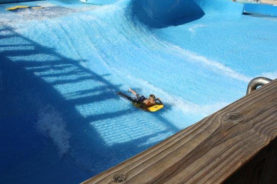 Schlitterbahn Galveston Island Waterpark: Surfing !!