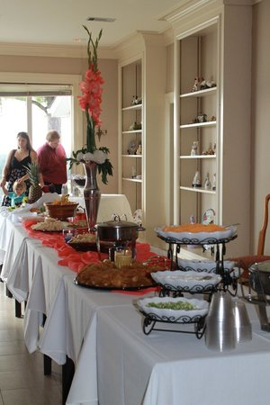 The Briars Bed and Breakfast: Food table at the Reception
