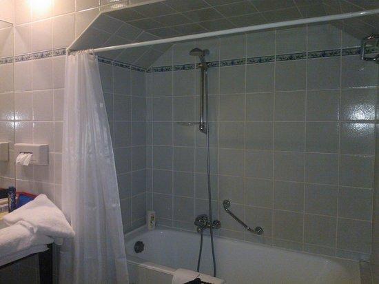 Thermae Palace Hotel : baignoire dans la pénombre