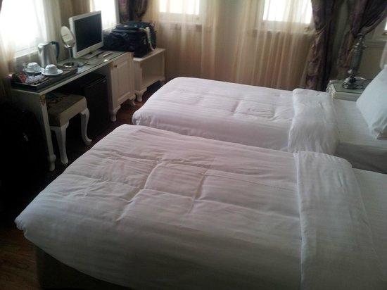 Ersari Hotel: bed