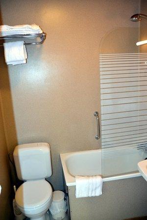 Hôtel Iris Aubépine : salle de bain