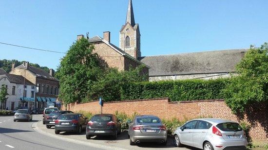 Hôtel Iris Aubépine : vue de l'eglise