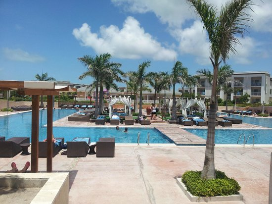 Piscine anim e picture of hotel playa cayo santa maria for Club piscine montreal locations