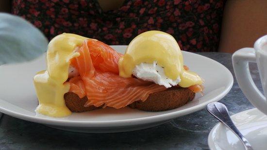 Aubaine: Eggs Royal. Delish.
