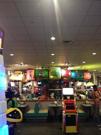 Chuck E. Cheese: inside1
