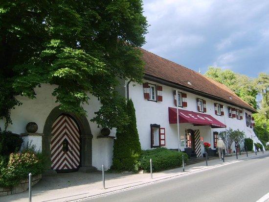 Hotel Schloß Leonstain: Straßenansicht 2