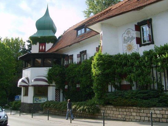 Hotel Schloß Leonstain: Straßenansicht 1