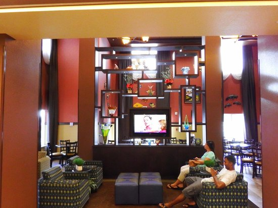 Holiday Inn Express Crystal River: Lobby Upon Arrival