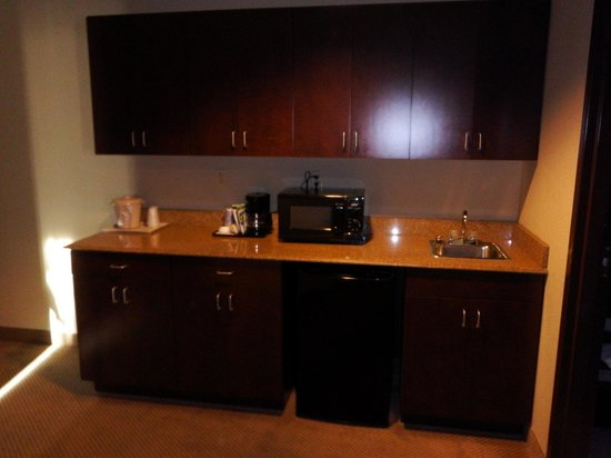Holiday Inn Express Crystal River: Our Little Kitchen in Room 422