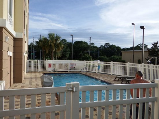 Holiday Inn Express Crystal River: Pool