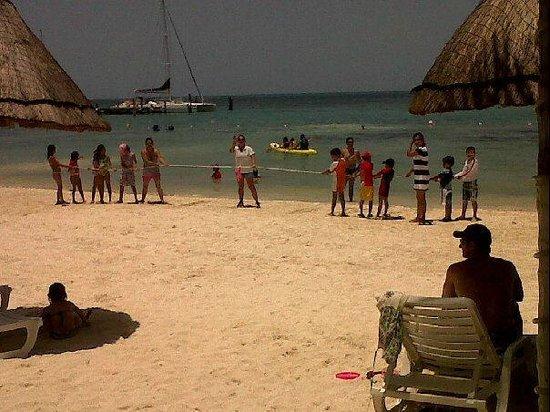 Holiday Inn Cancun Arenas : los peques jalando la cuerda