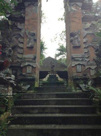 Puri Saraswati Bungalows : entrance