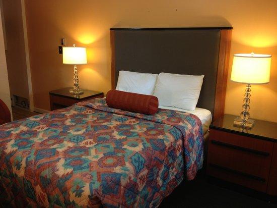 Sentinel Motel: Standard Queen Bedroom