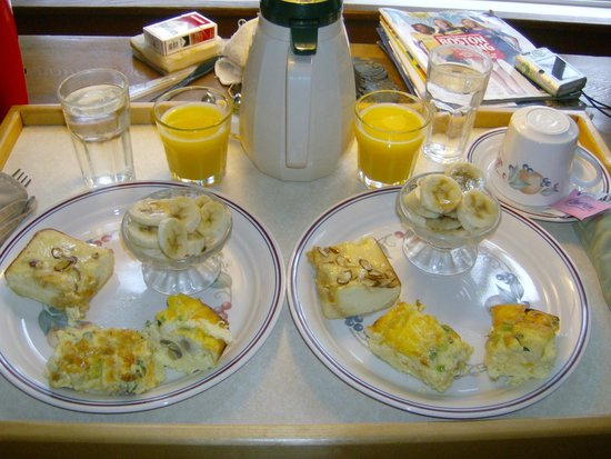 Little Harbor Inn: A Knock At Our Door And Breakfast Is Served!!