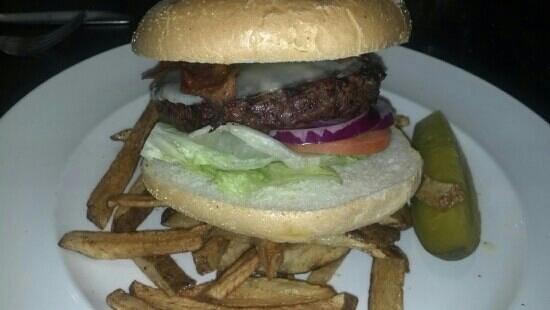 Dana's Grillroom: Angus bacon burger