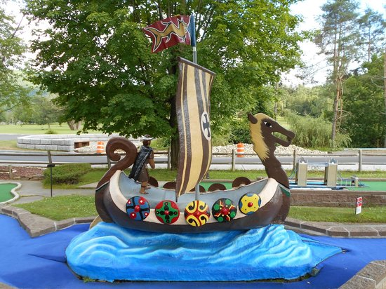 Around the World Miniature Golf : A replica of a Viking ship at a Norway-themed hole.