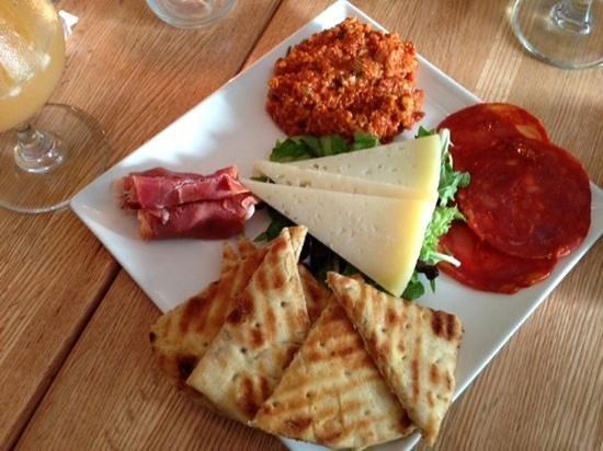 Cafe Azafran: La Manch Plate...wonderful!