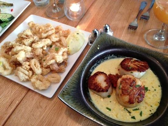 Cafe Azafran: Calamari & Sea Scallops - enormous!