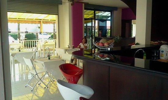 Jinta Andaman: Restaurant inside