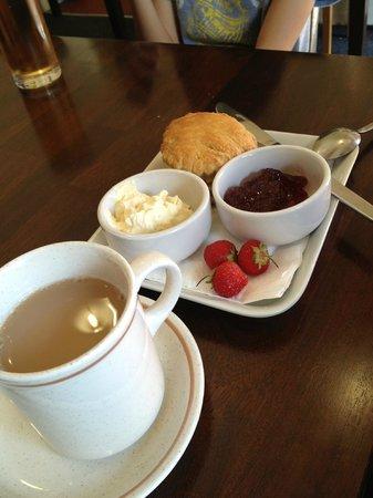 Caffi Padarn, scorn with clotted cream