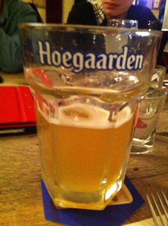 De Fontein Belgian Beer Cafe: 500 ml Hoegarden $15 :)