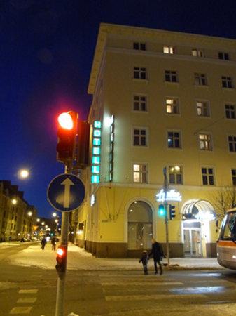Hotel Helka: 夜の外観