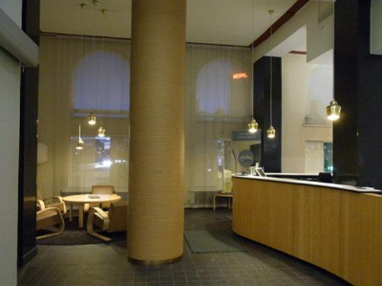 Hotel Helka: フロントからロビー