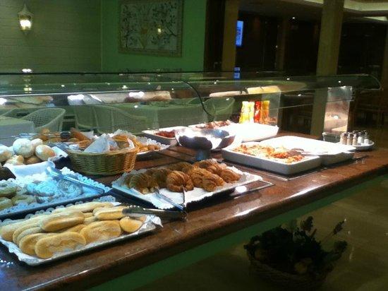 Lleo Hotel: Plentiful Breakfast Buffet