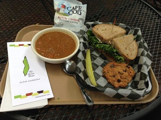 Green Bean On Water: Soup, sandwich and oatmeal raisin cookie!