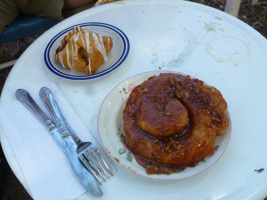 Honey Bunns & Joe Bakery: Oh yeah - try the caramel walnut bun!!!!!!!!