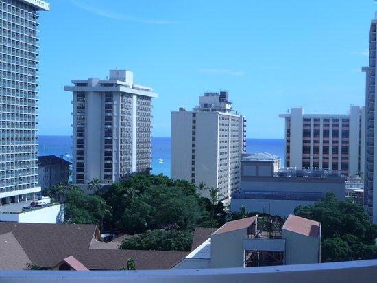 Ilima Hotel: partial ocean view