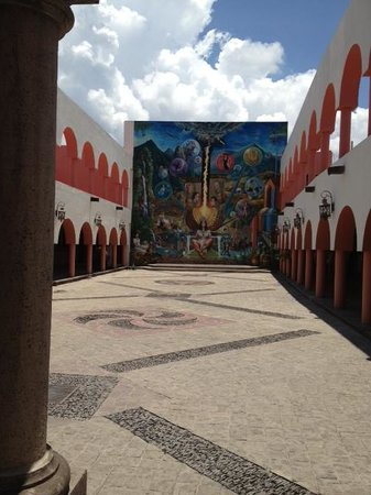 Superior Tours Vallarta: T city Hall-on the way to GDL