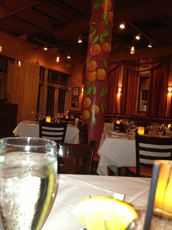 Ortanique on the Mile : Oranges highlight the restaurant decor