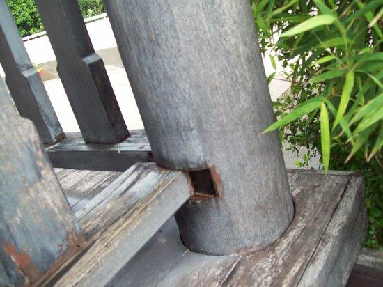Baan Karon View Phuket : Safety rail falling apart