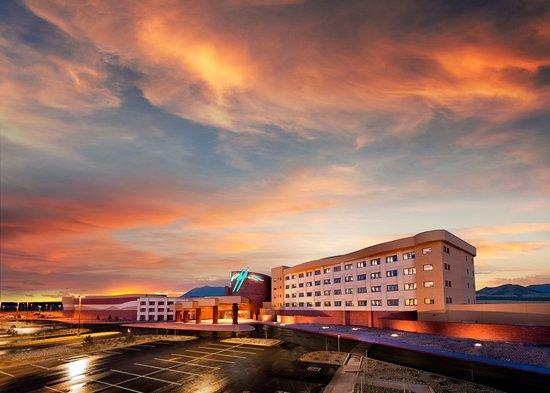 Twin Arrows Navajo Casino Resort : Exterior