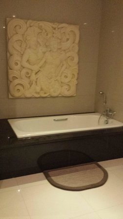 Bali Sanur Beach Villas: The master suite bath