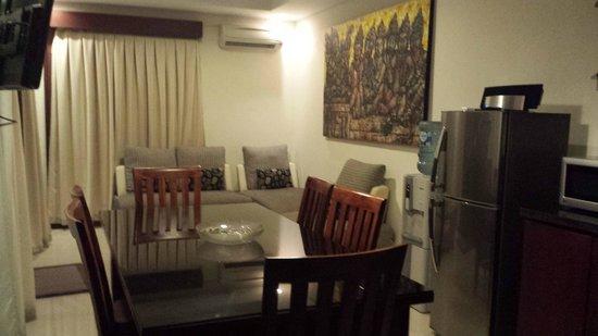 Bali Sanur Beach Villas: The lounge/ dining area