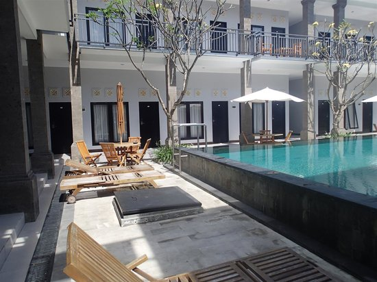 Apartment Kuta A1 : From parking lot / entrance toward the hotel