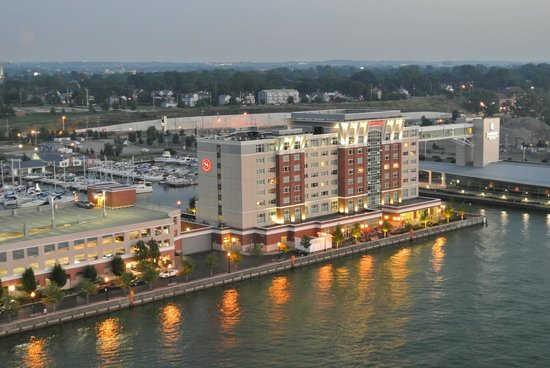 Sheraton Erie Bayfront Hotel: The Erie Sheraton from the Viewing Tower Thingy