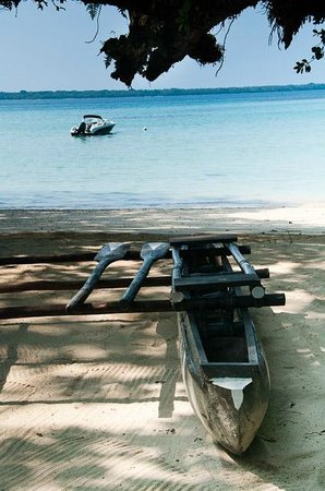 Barrier Beach House: Traditional Outrigger Canoe