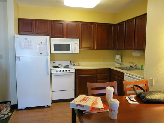 Residence Inn Scranton : kitchenette