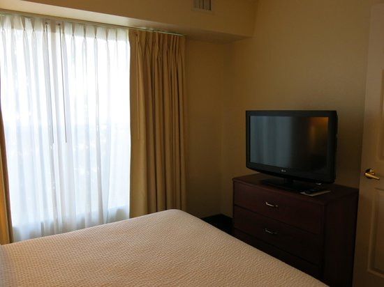Residence Inn Scranton : tv in bedroom